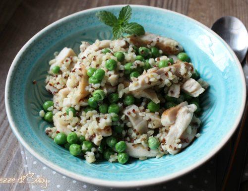 Bulgur e quinoa rossa con pollo e piselli