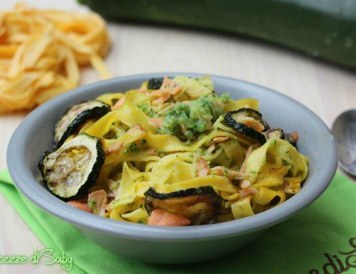 Fettuccine zucchine e salmone