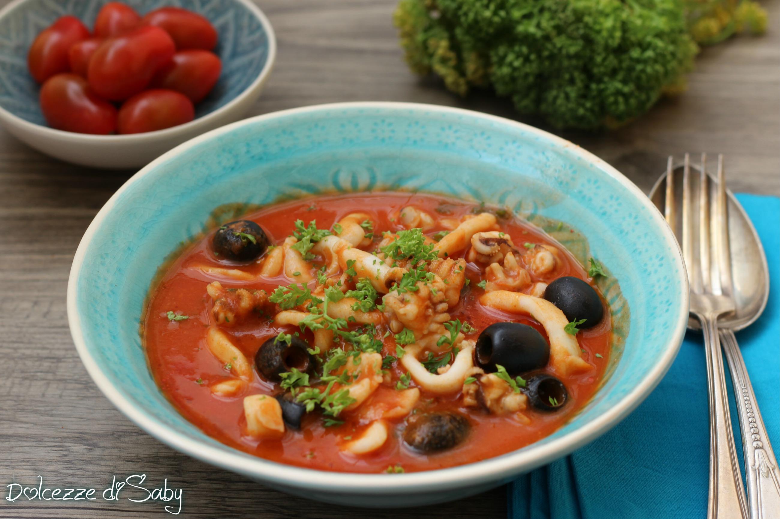 Seppie al sugo con olive