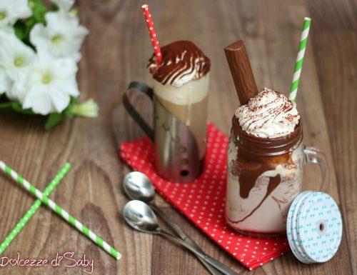 Eiskaffee e Eisschoko (affogato al caffé e affogato al cacao)