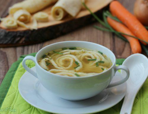 Frittatensuppe o brodo con tagliolini di crespelle (ricetta austriaca)