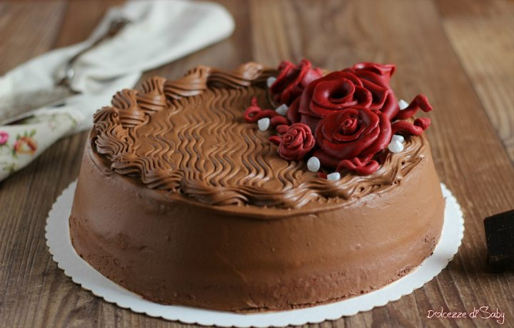 Torta al cioccolato con crema croccante