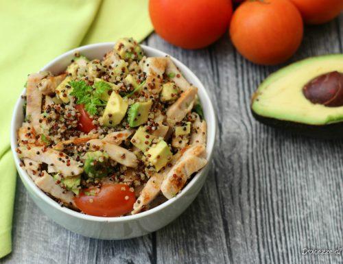 Insalata di avocado quinoa e pollo