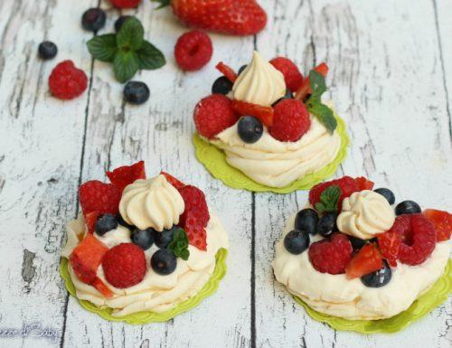 Mini pavlova con frutti rossi