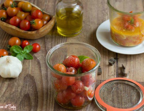 Pomodorini in vasocottura con basilico e aglio