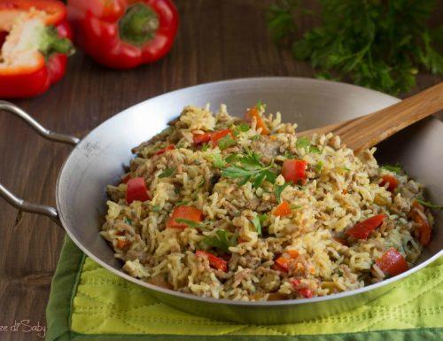 Riso in padella con carne e peperoni profumato al curry