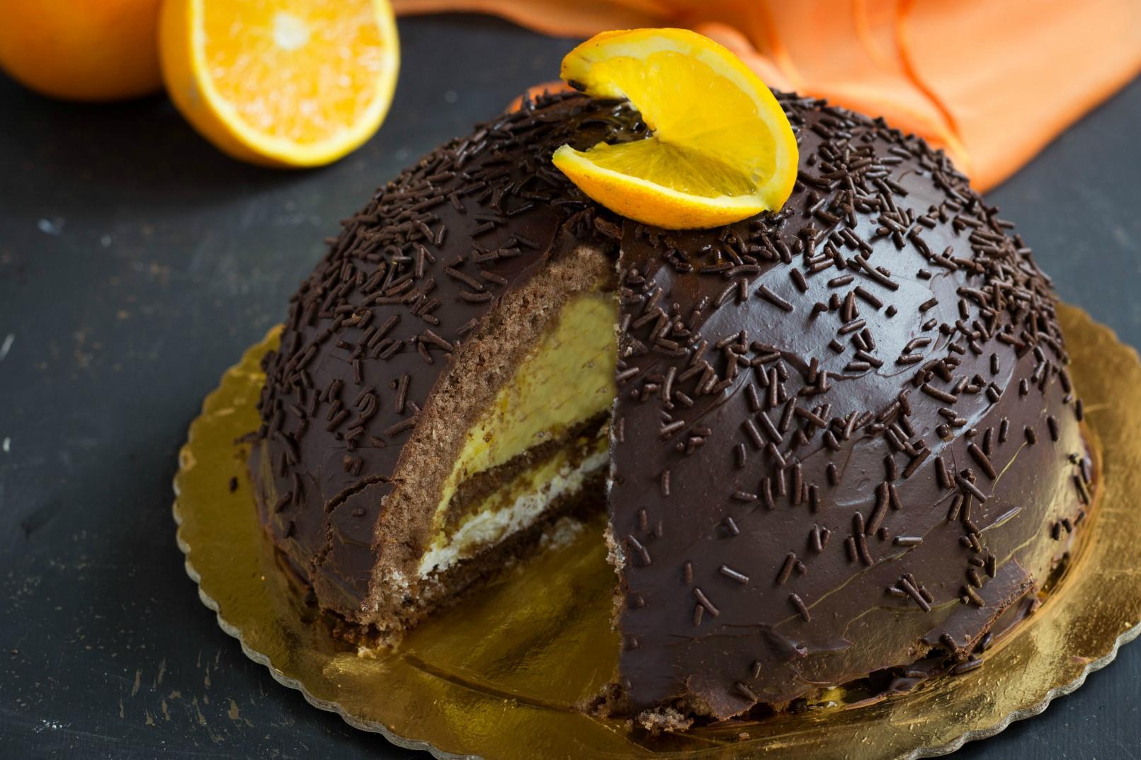 Zuccotto cioccolato e arancia scenografico goloso e for Decorazione zuccotto