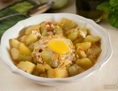 Spezzatino di zucchina lunga con patate e uova