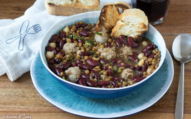 Zuppa di legumi e polpettine
