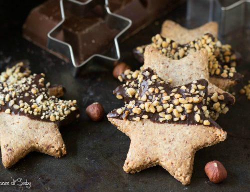 Biscotti di nocciole e cioccolato croccanti