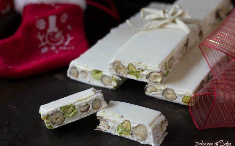 Torrone bianco con pistacchi e nocciole