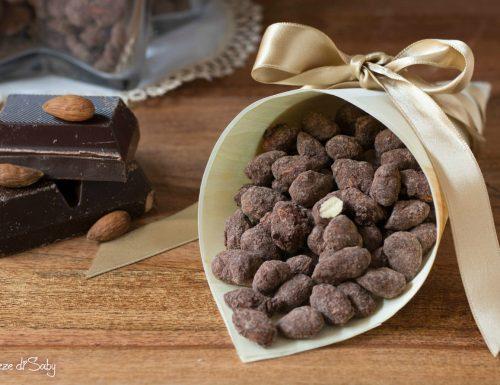 Mandorle al cioccolato pralinate