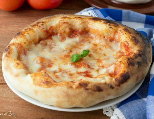 Pizza margherita con fornetto Ferrari