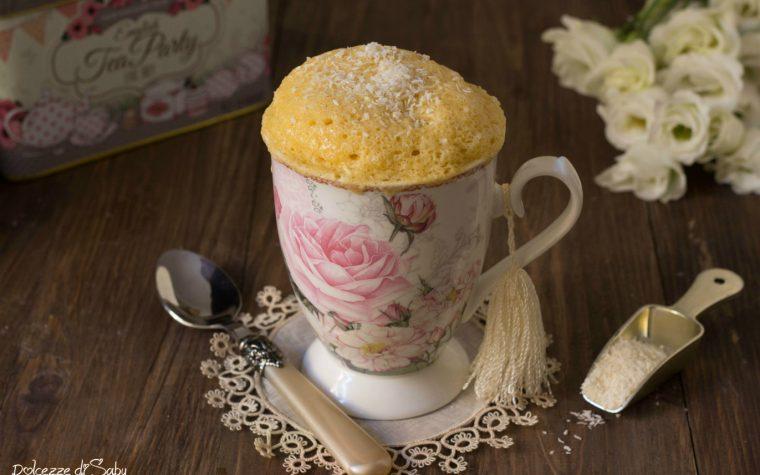 Torta in tazza al cocco pronta in 5 minuti