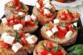 Bruschette con pomodori e mozzarella