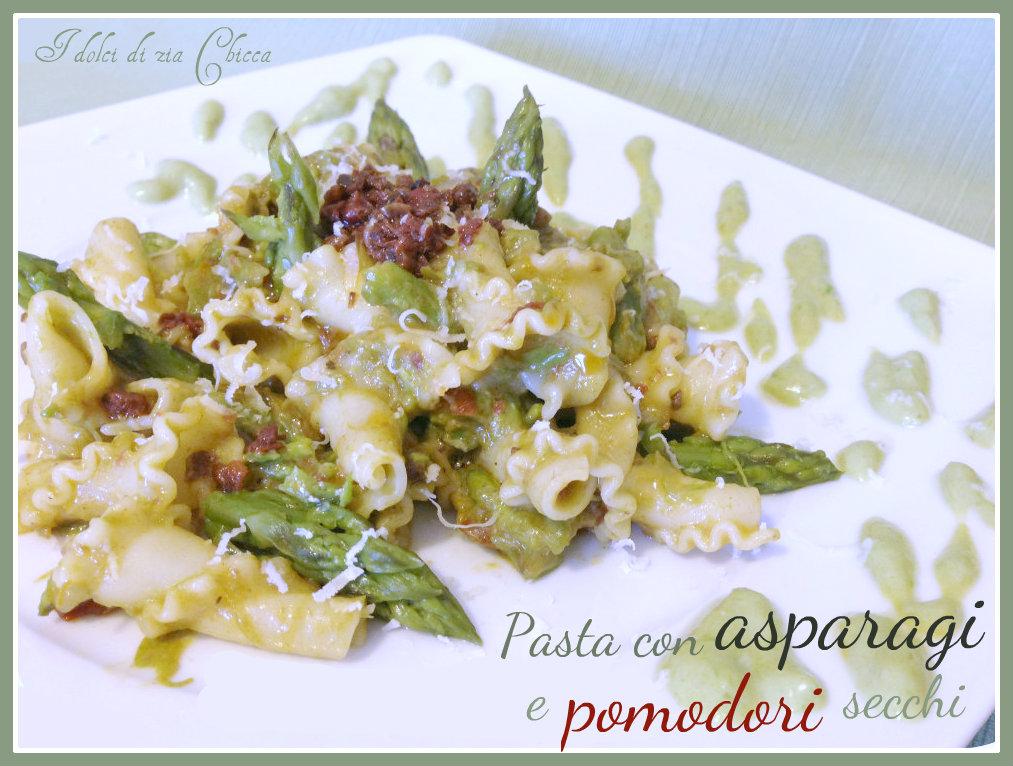Pasta con asparagi e patè di pomodori secchi