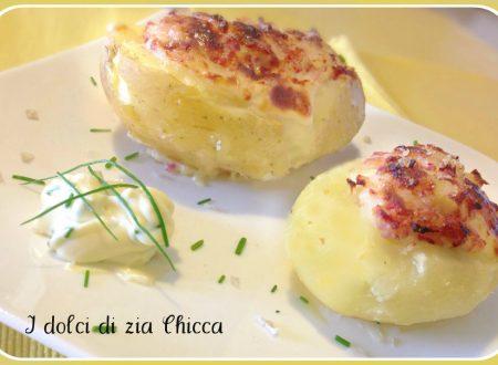 Barchette di patate con salame, prosciutto e formaggio