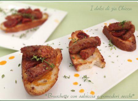 Bruschette con salsiccia e pomodori secchi