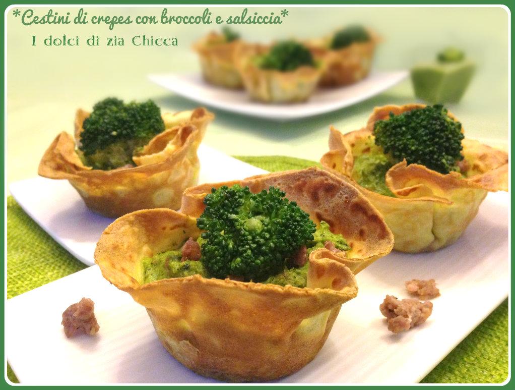 Cestini di crêpes con crema di broccoli e salsiccia