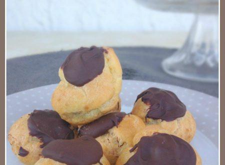 Bignè con crema al cioccolato