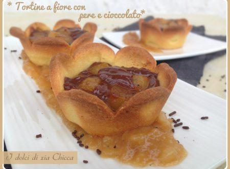 Tortine a fiore con pere e cioccolato