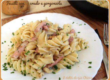Pasta con crudo e gorgonzola