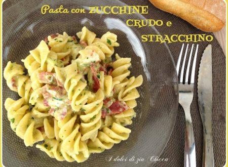 Pasta con zucchine, crudo e stracchino