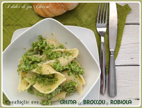 Conchiglie con crema di broccoli e robiola
