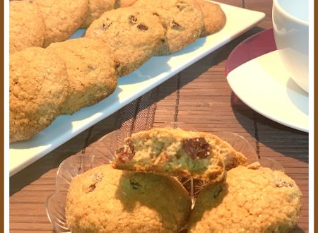 Biscotti con farina di castagne e uvetta