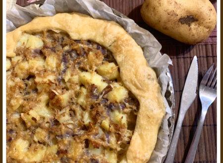 Sfoglia fatta in casa con tonno,patate e cipolle