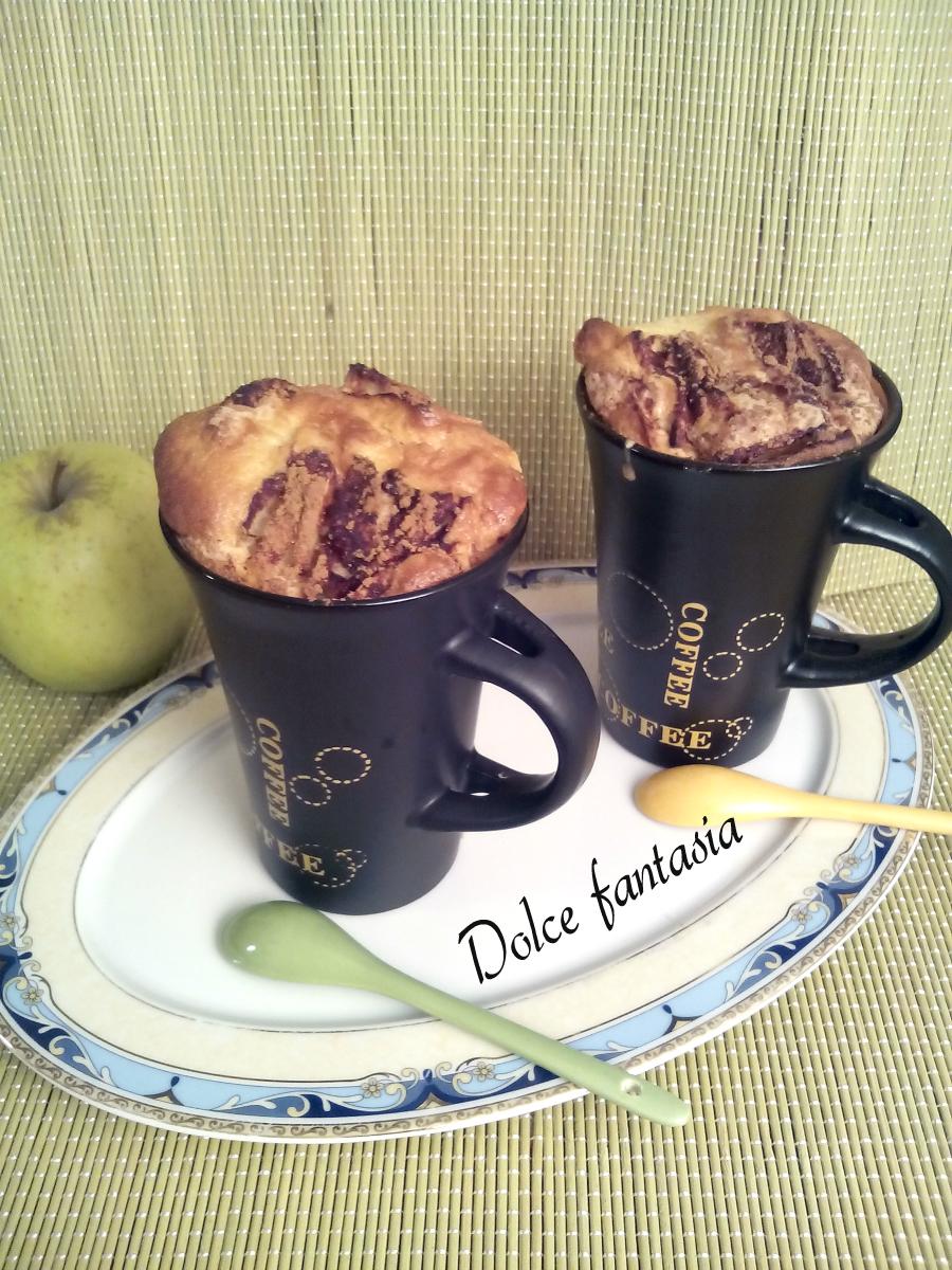 Torta di mele in tazza mug