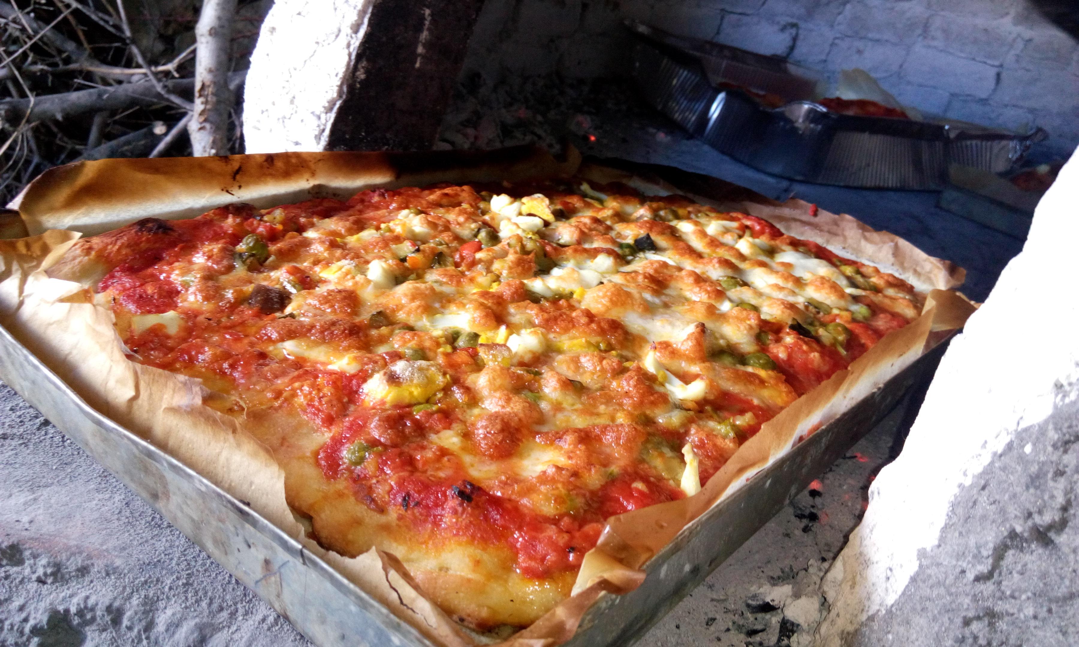 Ricetta Impasto Pizza Forno A Legna.Pizza In Teglia Cotta Nel Forno A Legna