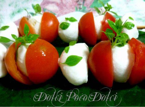 Spiedini mozzarella e pomodorini ricetta buffet