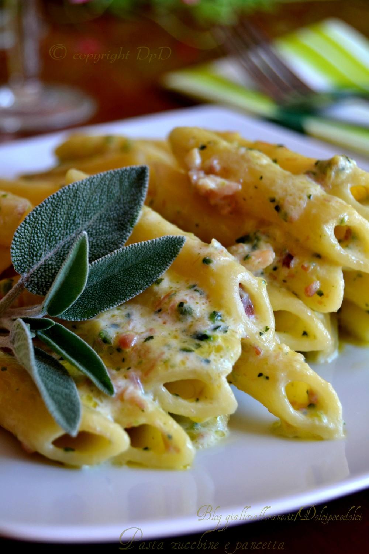 Pasta zucchine e pancetta 011