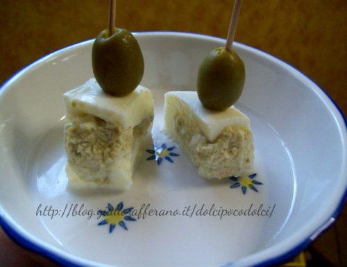 bocconcini di mozzarella farciti con crema di olive verdi