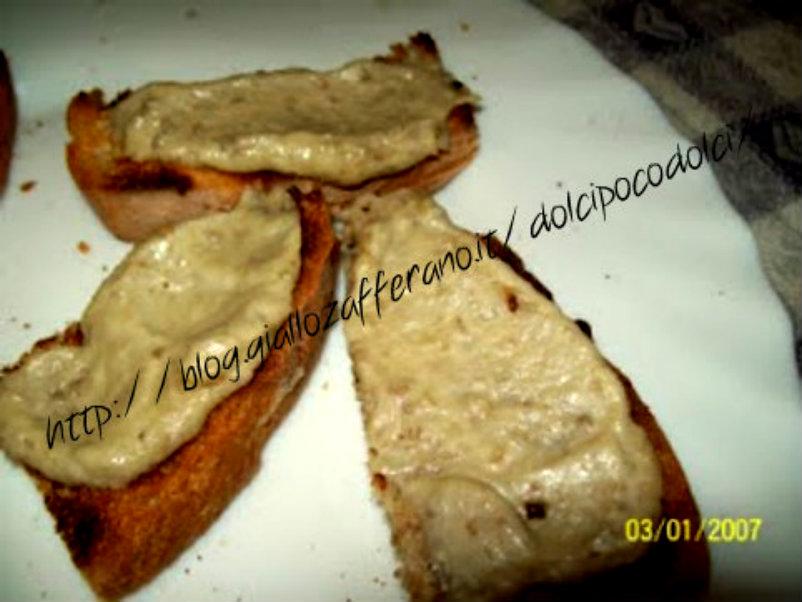 Pane con melanzane crema