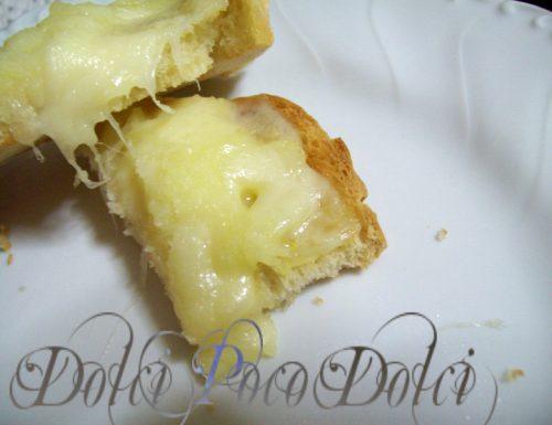 Crostini al formaggio ricetta antipasto
