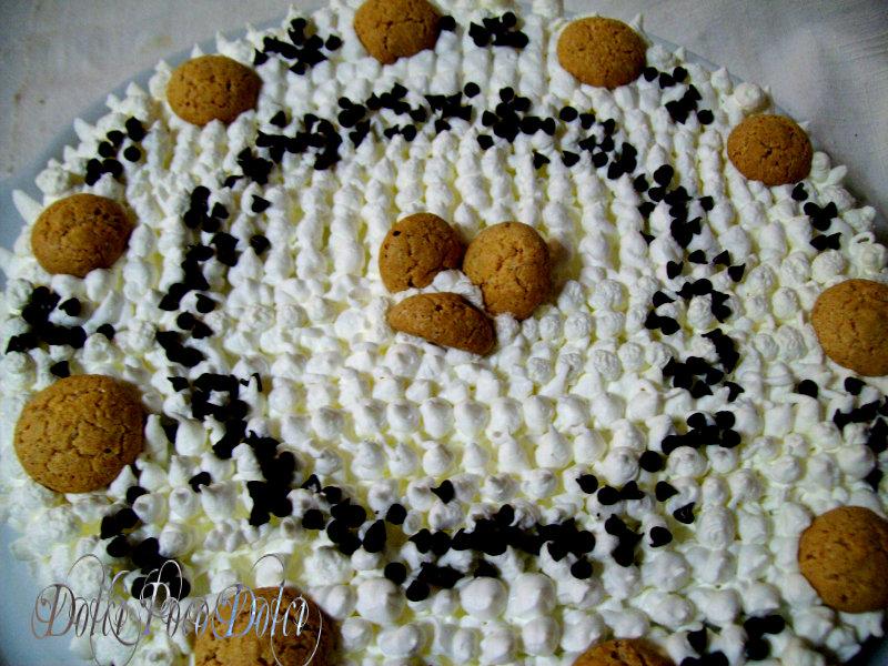 Torta panna e cioccolato con amaretti e crema di nocciole 01
