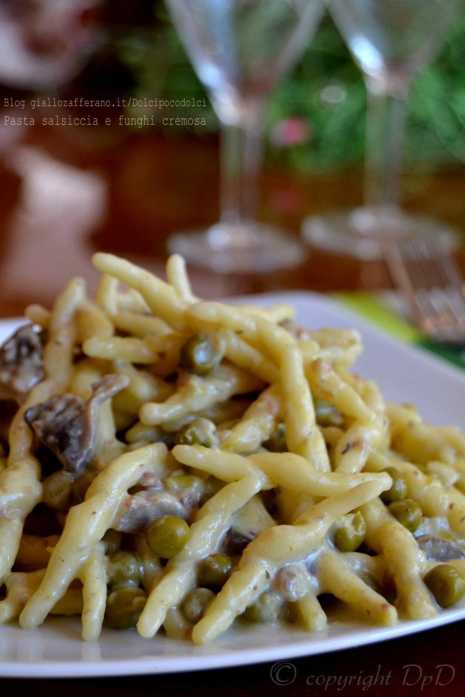 Pasta salsiccia e funghi cremosa 1