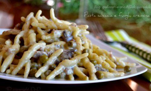 Pasta salsiccia e funghi cremosa