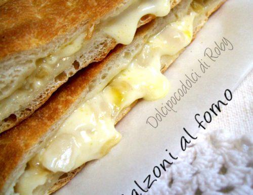 Calzoni al forno ricetta con formaggio cremosissimi