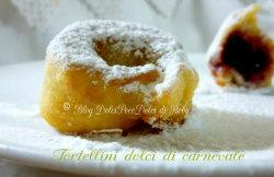 Impasto chiacchiere frappe dolci di carnevale