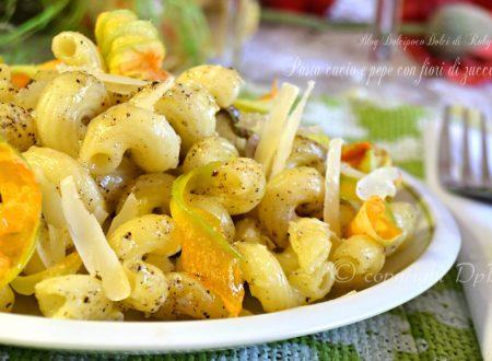 Pasta cacio e pepe con fiori di zucca