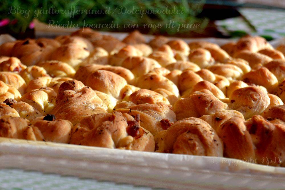 Ricetta focaccia con rose di pane 13