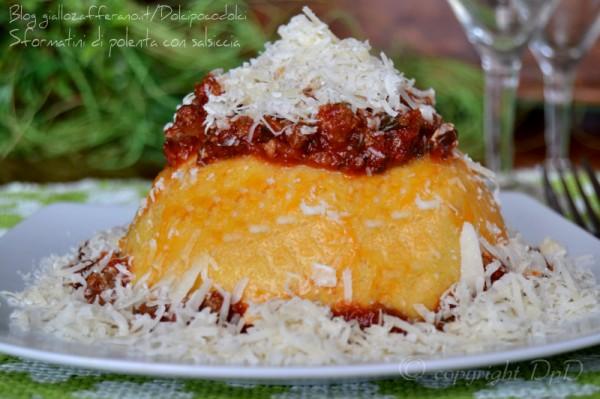 Sformatini di polenta con salsiccia g