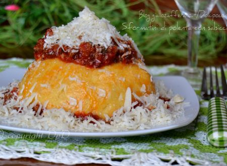 Sformatini di polenta con salsiccia