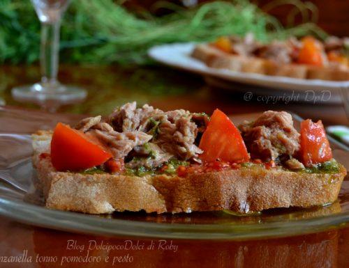 Panzanella tonno pomodoro e pesto – ricetta estiva