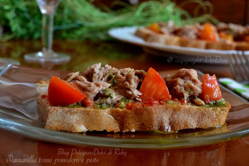 Panzanella tonno pomodoro e pesto - ricetta estiva