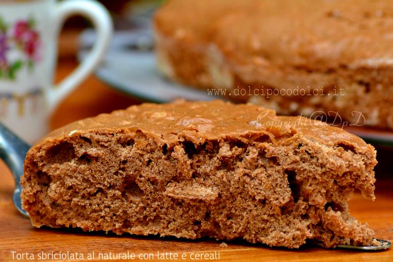Torta sbriciolata al naturale con latte e cereali