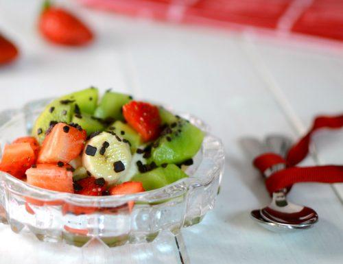 Macedonia di frutta fresca in salsa di acqua zucchero e limone